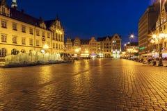 Gammal marknadsfyrkant med den moderna springbrunnen, Wroclaw Royaltyfri Fotografi