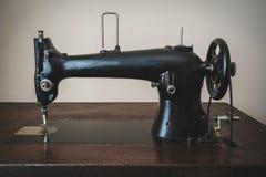 Gammal maskin för handarbete arkivbild