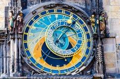 Gammal medeltida astronomisk klocka Orloj royaltyfri foto