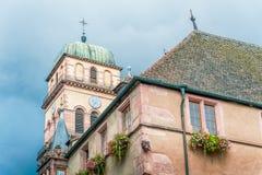 Gammal medeltida kyrka i Alsace, Frankrike Arkivbilder