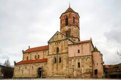 Gammal medeltida kyrka i byn Rosheim, Alsace Royaltyfria Foton