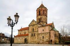 Gammal medeltida kyrka i byn Rosheim, Alsace Arkivbild