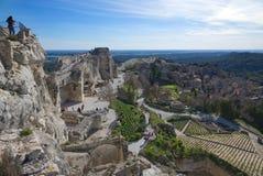 Gammal medeltida stad på vaggabildandet i Les Baux de Provence - Camargue - Frankrike royaltyfri bild