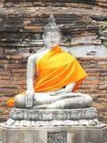 Gammal meditationBuddhastaty Arkivfoton