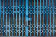 Gammal metallisk dörrbakgrund och textur för någon design fotografering för bildbyråer