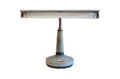 Gammal metalltabell-lampa på vit bakgrund Royaltyfria Bilder