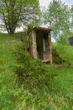 Gammal militär bunker i skog Fotografering för Bildbyråer
