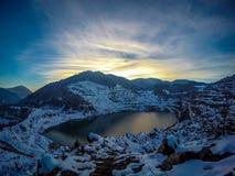 Gammal min sjö i vinterdag Royaltyfri Fotografi
