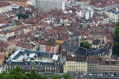Gammal mitt av Grenoble som ses från det Bastilla berget, Frankrike fotografering för bildbyråer
