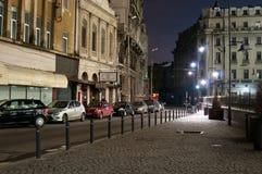Gammal mittgata vid natt Arkivfoton