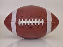 Gammal modig boll för amerikansk fotboll royaltyfri foto