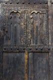 Gammal moroccan dörr i medinaen av Asilah Arkivbilder