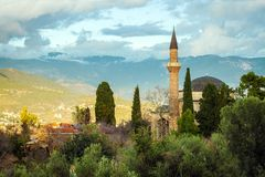 Gammal moské i Alanya royaltyfri foto