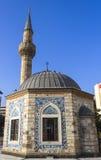 Gammal moské (Konak Camii) i den centrala fyrkanten av Izmir. Royaltyfria Foton