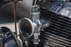 Gammal motor och dess förgasare Arkivfoton