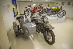 Gammal motorcykel, ural 1992 Royaltyfri Fotografi