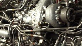 Gammal motorv?xt f?r elektricitet industriellt lager videofilmer