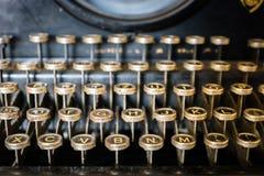 Gammal närbild för skrivmaskinstangentbord royaltyfria bilder