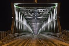Gammal ny bro i Bratislava vid natt Royaltyfria Bilder