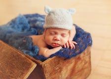 Gammal nyfödd en vecka Arkivfoton