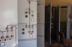 Gammal och övergiven elektricitetsavdelningskontor Royaltyfri Fotografi