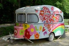 Gammal och färgrik husvagn. Royaltyfri Foto