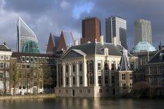Gammal och ny architectuur i Haag Holland Royaltyfri Bild