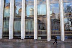 Gammal och ny arkitektur av MoskvaKreml Färgfoto Royaltyfria Bilder
