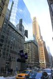 Gammal och ny arkitektur i spegeln - Manhattan - New York - USA Royaltyfria Bilder