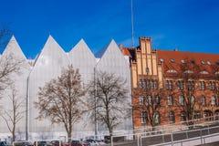 Gammal och ny arkitektur i Szczecin/Polen Arkivfoton