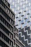 Gammal och ny fasad i NYC Arkivbilder