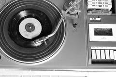 Gammal och retro skivtallrikspelare arkivfoto