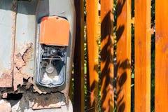 Gammal och rostig järnbil Arkivbilder