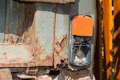 Gammal och rostig järnbil Fotografering för Bildbyråer