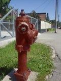 Gammal och smutsig brandpost Arkivfoton