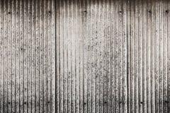 Gammal och smutsig korrugerad metalltexturyttersida Arkivbilder