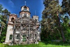 Gammal ortodox kyrka i träna Arkivbilder