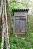 gammal outhouse Royaltyfri Bild