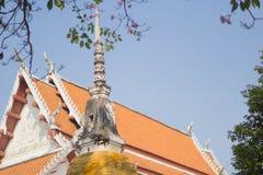 Gammal pagod i Wat Thai, Nonthaburi, Thailand royaltyfria bilder