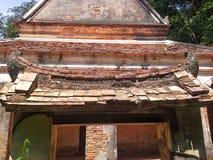 Gammal pagod på den Wat Thai templet, Songkhla, Thailand Arkivfoto