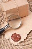 Gammal papper och förstoringsapparat Arkivfoto