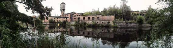 Gammal pappers- fabrik royaltyfri bild