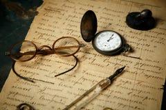 Gammal pappers- handskriven bakgrund Royaltyfri Fotografi