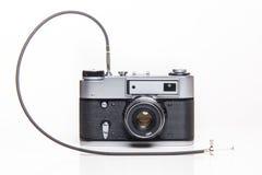 Gammal parallell kamera för klassiker 35mm med kabelfrigöraren Royaltyfri Foto