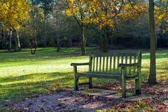 gammal park för bänk Royaltyfria Bilder