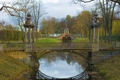 gammal park för bro Royaltyfri Foto