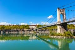 Gammal Passerelle du Högskola bro över Rhone River i Lyon, franc arkivbild