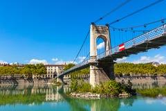 Gammal Passerelle du Högskola bro över Rhone River i Lyon, franc arkivbilder