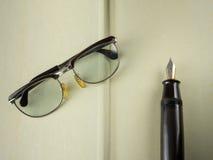 gammal penna för exponeringsglas royaltyfri bild