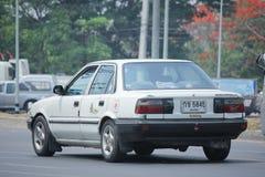 Gammal personbil, Toyota Corolla fotografering för bildbyråer
